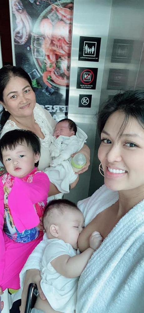 Mỹ nhân Việt lộ ngực trần khi cho con bú, có người vén áo ngay trong thang máy-1