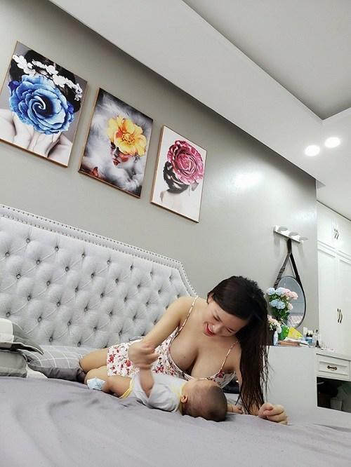 Mỹ nhân Việt lộ ngực trần khi cho con bú, có người vén áo ngay trong thang máy-9