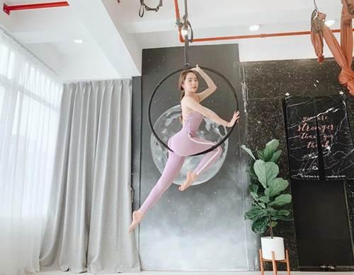 Khoe hình tập luyện trên không với body hoàn hảo từng centimet, Quỳnh Nga được khen đẹp như chị Hằng-3