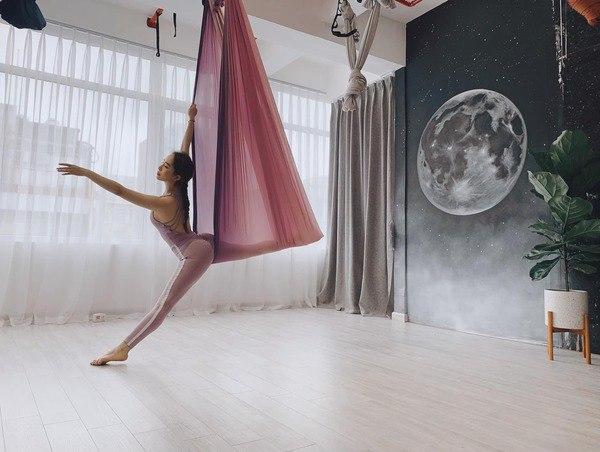 Khoe hình tập luyện trên không với body hoàn hảo từng centimet, Quỳnh Nga được khen đẹp như chị Hằng-5