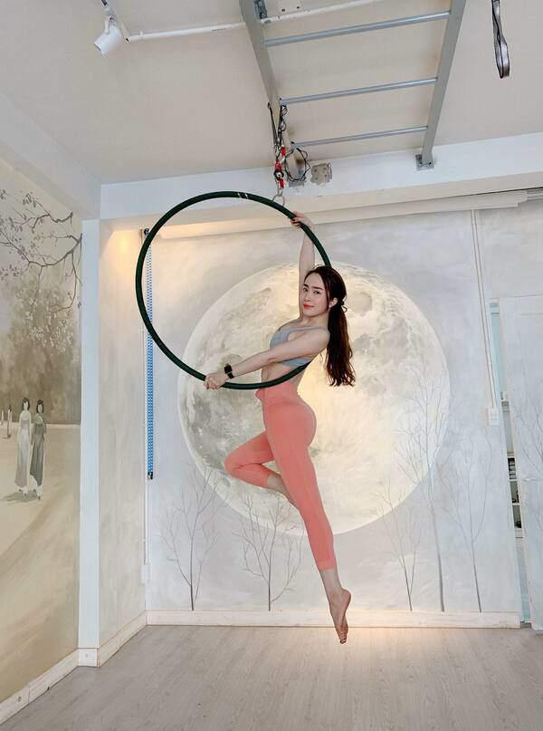 Khoe hình tập luyện trên không với body hoàn hảo từng centimet, Quỳnh Nga được khen đẹp như chị Hằng-6