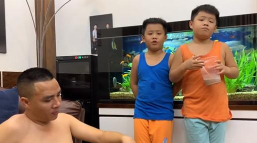 Bất ngờ với cách dạy dỗ và xưng hô của Mạnh Hùng với hai con trai MC Hoàng Linh-1