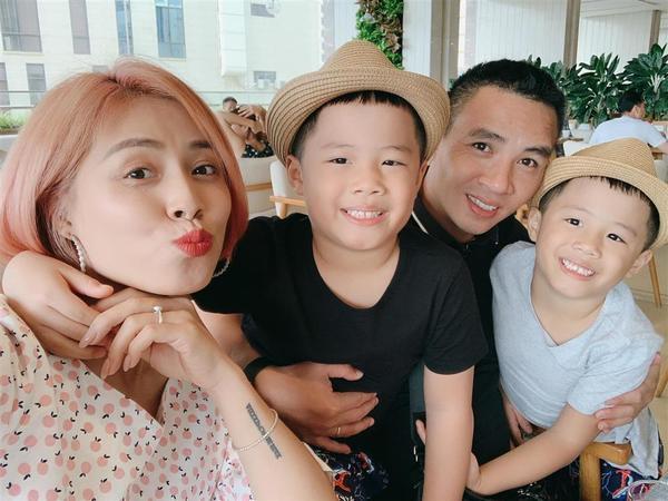 Bất ngờ với cách dạy dỗ và xưng hô của Mạnh Hùng với hai con trai MC Hoàng Linh-2