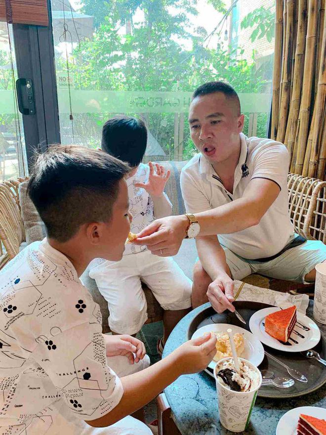 Bất ngờ với cách dạy dỗ và xưng hô của Mạnh Hùng với hai con trai MC Hoàng Linh-4