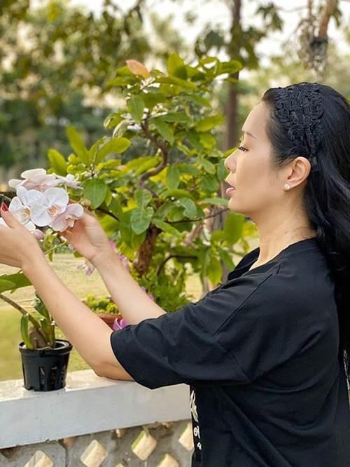 Ông xã đại gia tặng biệt thự 200m2, nghệ sĩ Kim Chi tự trồng rau ăn 5 bữa không hết-1