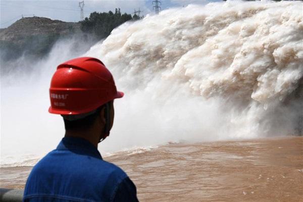 Cảnh xả nước lũ choáng ngợp hiếm gặp trên thượng nguồn sông Hoàng Hà-1