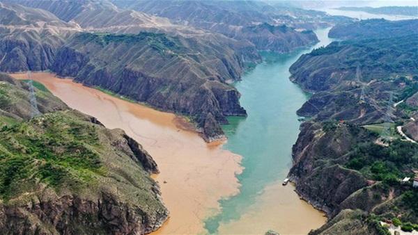 Cảnh xả nước lũ choáng ngợp hiếm gặp trên thượng nguồn sông Hoàng Hà-3