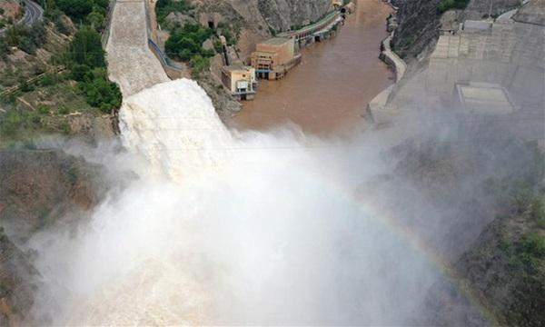 Cảnh xả nước lũ choáng ngợp hiếm gặp trên thượng nguồn sông Hoàng Hà-4