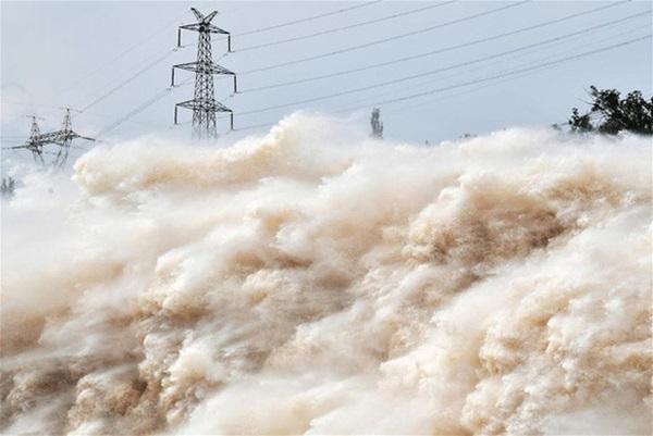 Cảnh xả nước lũ choáng ngợp hiếm gặp trên thượng nguồn sông Hoàng Hà-6