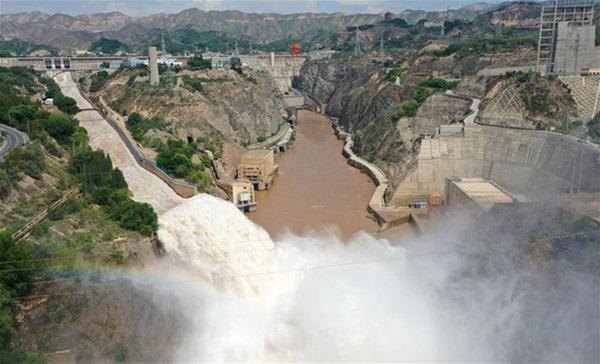 Cảnh xả nước lũ choáng ngợp hiếm gặp trên thượng nguồn sông Hoàng Hà-11