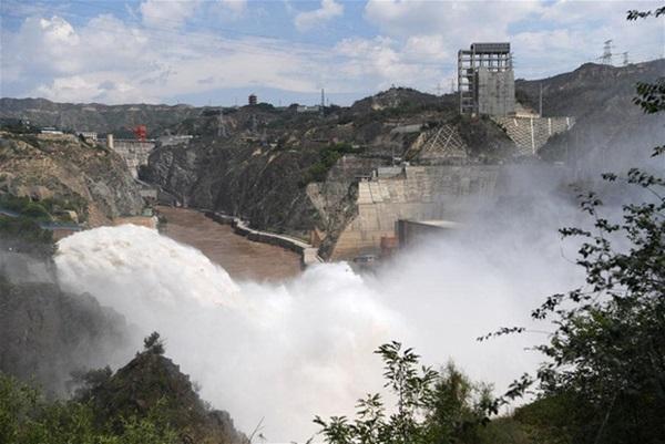 Cảnh xả nước lũ choáng ngợp hiếm gặp trên thượng nguồn sông Hoàng Hà-12