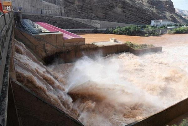 Cảnh xả nước lũ choáng ngợp hiếm gặp trên thượng nguồn sông Hoàng Hà-8