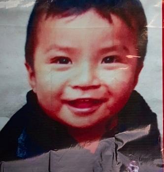 Tìm đứa trẻ 2 tuổi mất tích khi đi chợ cùng mẹ, cảnh sát phát hiện cảnh tượng chấn động với 23 trẻ khác trong ngôi nhà bí mật-2