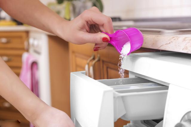 Nên chọn bột giặt hay nước giặt thì tốt và an toàn hơn?-1