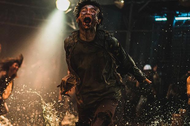 6 giả thuyết rợn người ở bom tấn Train To Busan 2: Con gái Gong Yoo vẫn còn sống, zombie sắp xâm chiếm cả thế giới rồi?-7
