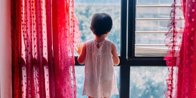 Cha mẹ Nhật Bản đi thuê khách sạn hâm nóng tình cảm, bỏ con 1 tuổi và 3 tuổi ở nhà suốt 11 ngày gây phẫn nộ-1