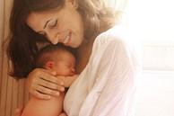Người mẹ càng ôm con nhiều, não bộ của con càng phát triển