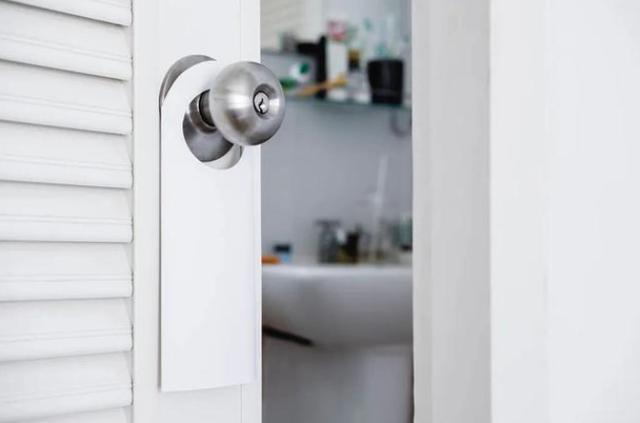 Có nên đóng cửa nhà tắm khi không sử dụng? Nhiều người đã làm sai khiến mầm bệnh sinh sôi-1