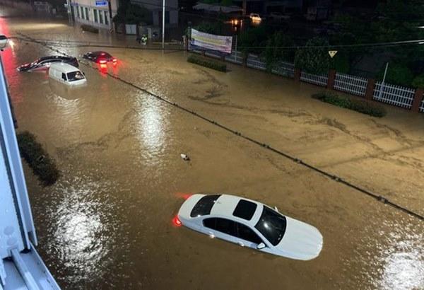 Hàn Quốc: Tuột tay con gái giữa dòng nước lũ gây ngập 2,5m, người mẹ không ngờ đó là giây phút cuối cùng của 2 mẹ con-4