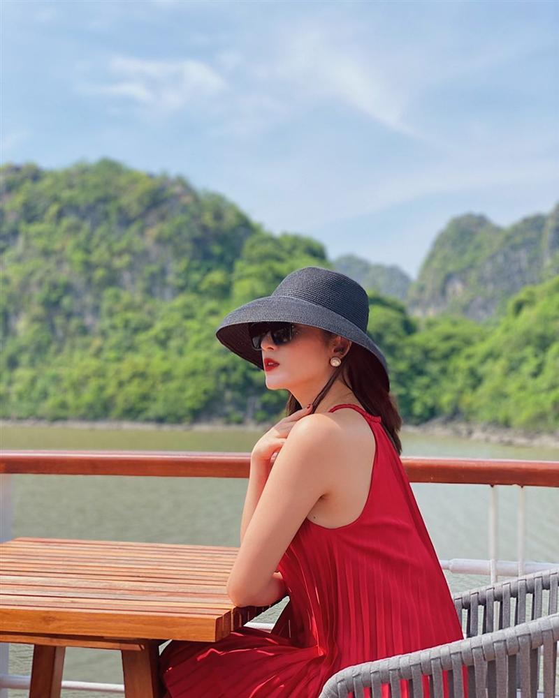 Xem ảnh du lịch của Á hậu Huyền My, các chị em cũng học được bao cách lên đồ xinh lung linh mà vali vẫn gọn nhẹ-3