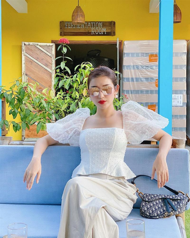 Xem ảnh du lịch của Á hậu Huyền My, các chị em cũng học được bao cách lên đồ xinh lung linh mà vali vẫn gọn nhẹ-4