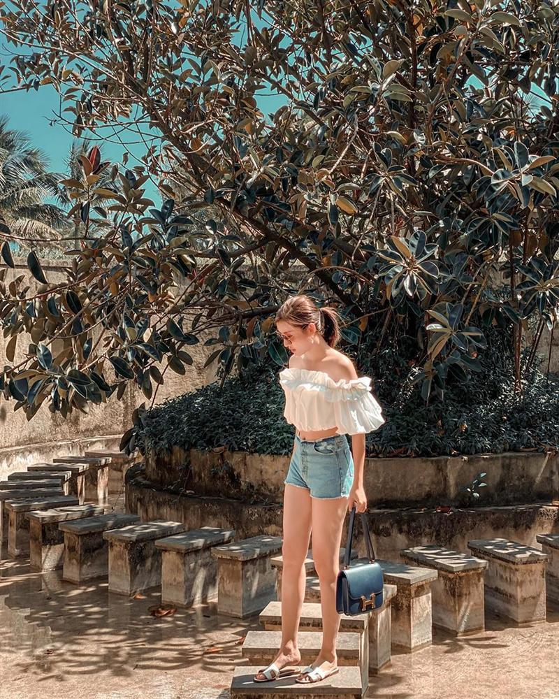 Xem ảnh du lịch của Á hậu Huyền My, các chị em cũng học được bao cách lên đồ xinh lung linh mà vali vẫn gọn nhẹ-7
