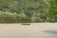 Hà Nội: Cơn giông bất ngờ làm lật thuyền chở 4 người thăm chùa Hương trên suối Yến