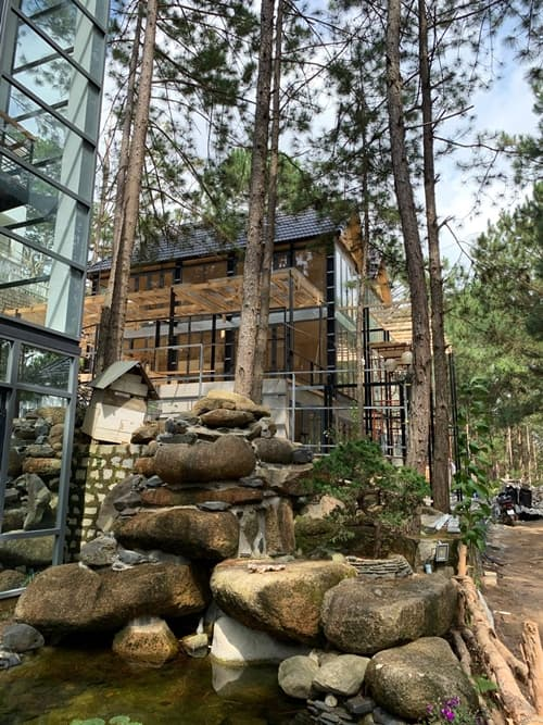 Thêm loạt ảnh bên trong biệt thự gỗ 800 m2 ở Đà Lạt của vợ chồng Phan Như Thảo-4