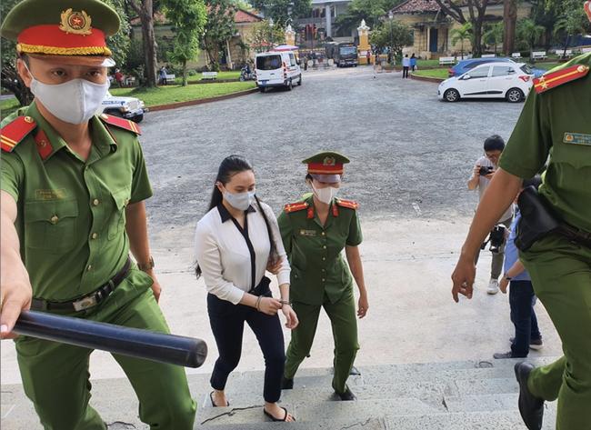 Tử hình Văn Kính Dương, hot girl Ngọc Miu bị tuyên 16 năm tù trong vụ án sản xuất ma tuý lớn nhất Việt Nam-2