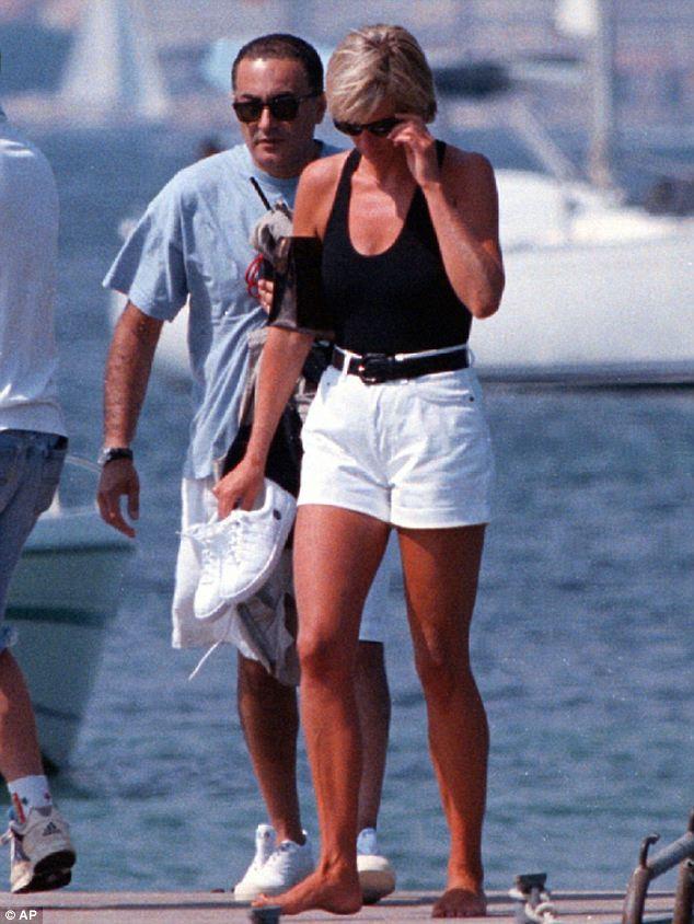 Điều ít biết về bức ảnh nhạy cảm trị giá 29 tỷ đồng của Công nương Diana cùng bạn trai, đây cũng là điềm báo gây ra vụ tai nạn thảm khốc-1