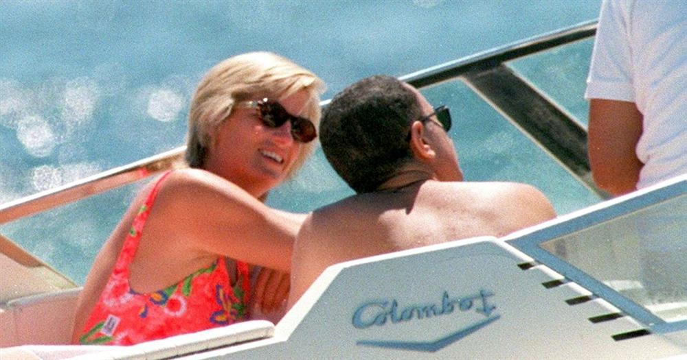 Điều ít biết về bức ảnh nhạy cảm trị giá 29 tỷ đồng của Công nương Diana cùng bạn trai, đây cũng là điềm báo gây ra vụ tai nạn thảm khốc-6