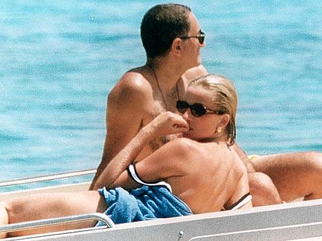 Điều ít biết về bức ảnh nhạy cảm trị giá 29 tỷ đồng của Công nương Diana cùng bạn trai, đây cũng là điềm báo gây ra vụ tai nạn thảm khốc-7