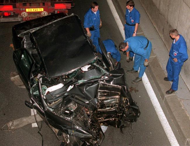 Điều ít biết về bức ảnh nhạy cảm trị giá 29 tỷ đồng của Công nương Diana cùng bạn trai, đây cũng là điềm báo gây ra vụ tai nạn thảm khốc-9