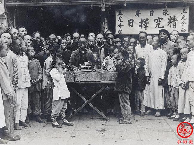 Loạt ảnh cũ của những đứa trẻ cuối thời nhà Thanh: Người sống trong nhung lụa từ bé, kẻ áo rách đói ăn khát uống quanh năm-3