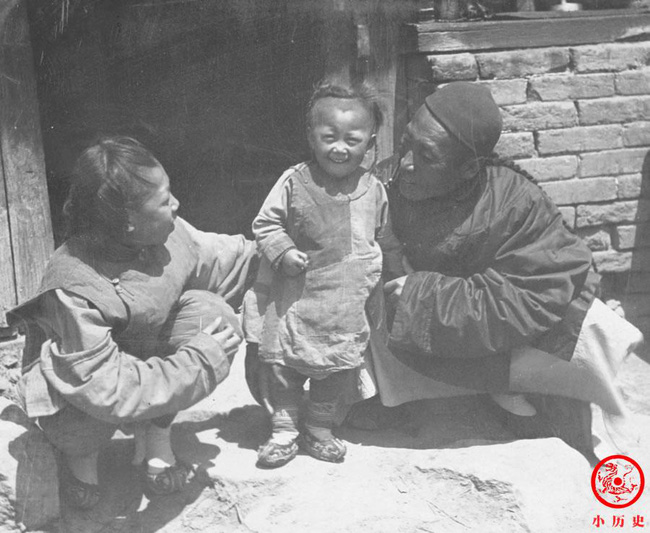 Loạt ảnh cũ của những đứa trẻ cuối thời nhà Thanh: Người sống trong nhung lụa từ bé, kẻ áo rách đói ăn khát uống quanh năm-5