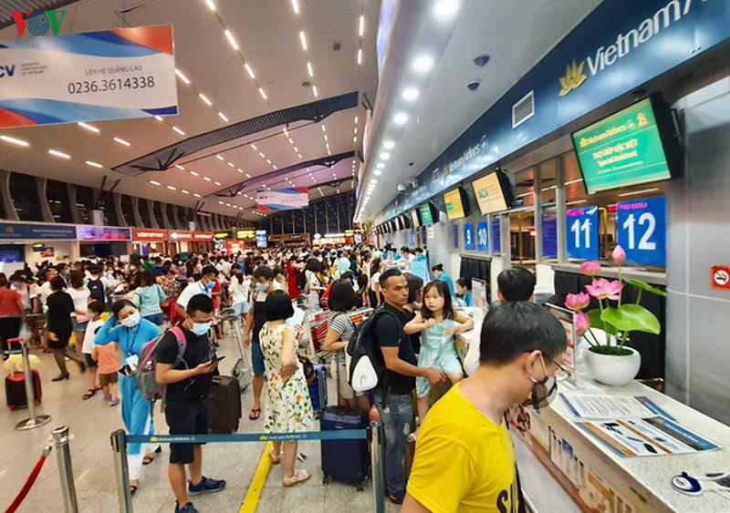 Gần 200 khách du lịch kẹt lại ở Đà Nẵng-1