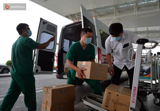 Ảnh: Bên trong chuyến bay đặc biệt đón 120 công dân nhiễm Covid-19 tại Guinea Xích đạo về nước-1