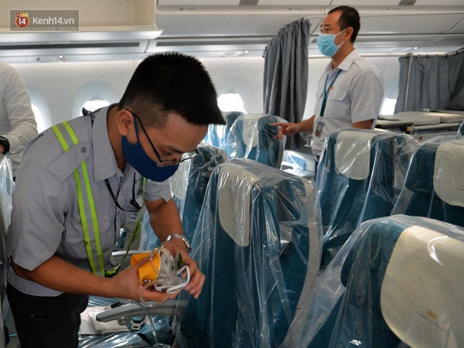 Ảnh: Bên trong chuyến bay đặc biệt đón 120 công dân nhiễm Covid-19 tại Guinea Xích đạo về nước-11