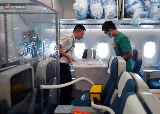 Ảnh: Bên trong chuyến bay đặc biệt đón 120 công dân nhiễm Covid-19 tại Guinea Xích đạo về nước-12
