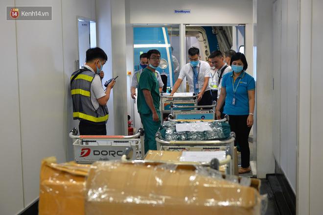 Ảnh: Bên trong chuyến bay đặc biệt đón 120 công dân nhiễm Covid-19 tại Guinea Xích đạo về nước-13