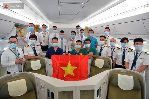Ảnh: Bên trong chuyến bay đặc biệt đón 120 công dân nhiễm Covid-19 tại Guinea Xích đạo về nước-16