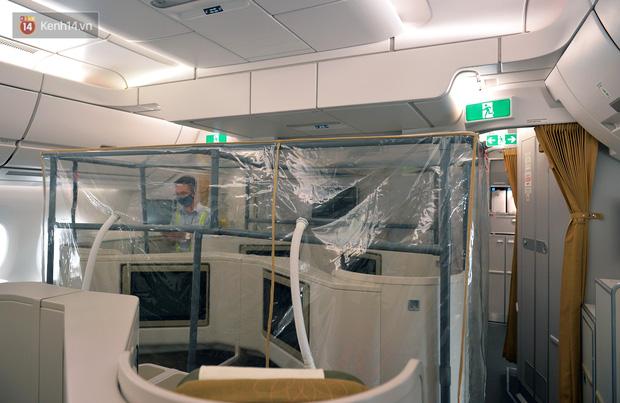 Ảnh: Bên trong chuyến bay đặc biệt đón 120 công dân nhiễm Covid-19 tại Guinea Xích đạo về nước-6