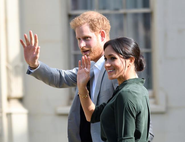 Cái kết đắng cho Meghan Markle: Nhà Sussex bị yêu cầu rời khỏi hoàng gia vĩnh viễn vì thái độ vô lễ với Nữ hoàng Anh-2