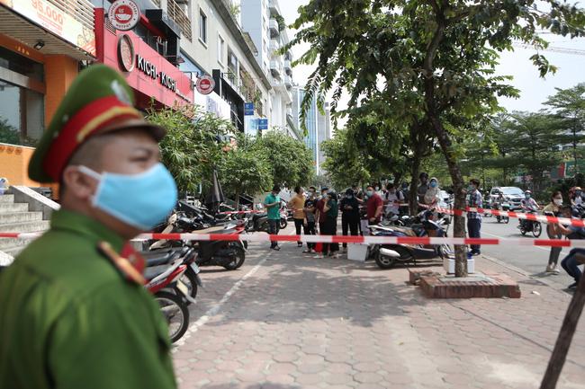 Có 4 người hút chung điếu cày với ca nhiễm Covid-19 mới ở Hà Nội-2