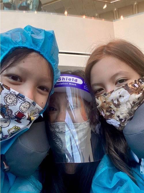 Rời Mỹ, Hồng Nhung chính thức có mặt ở Việt Nam, đưa cặp song sinh đi cách ly-1
