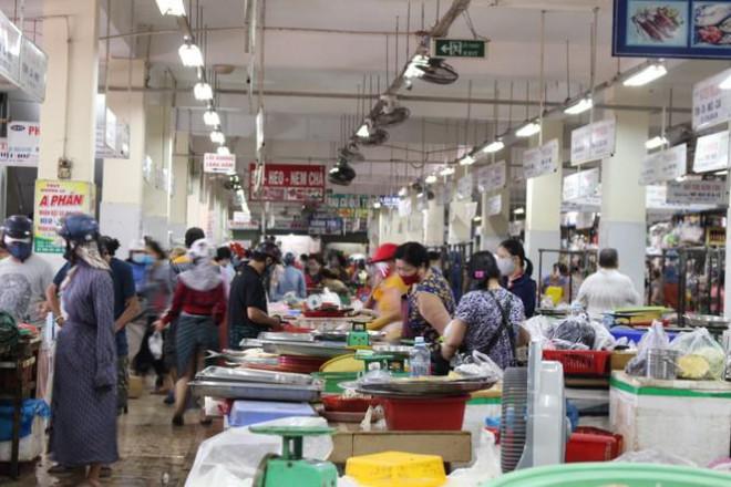 Người dân Đà Nẵng ùn ùn đi chợ sau lệnh tạm dừng dịch vụ ăn uống-1