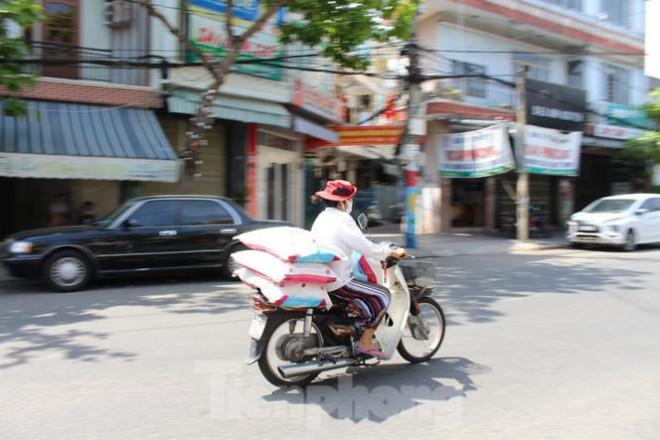 Người dân Đà Nẵng ùn ùn đi chợ sau lệnh tạm dừng dịch vụ ăn uống-10