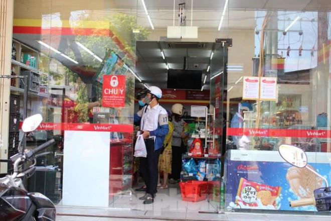 Người dân Đà Nẵng ùn ùn đi chợ sau lệnh tạm dừng dịch vụ ăn uống-4