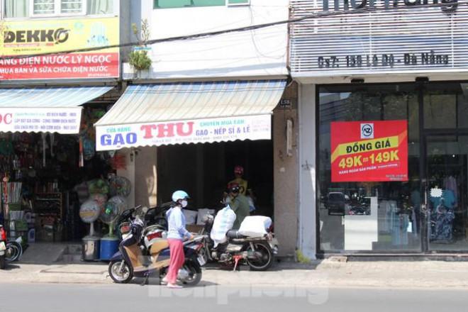 Người dân Đà Nẵng ùn ùn đi chợ sau lệnh tạm dừng dịch vụ ăn uống-7