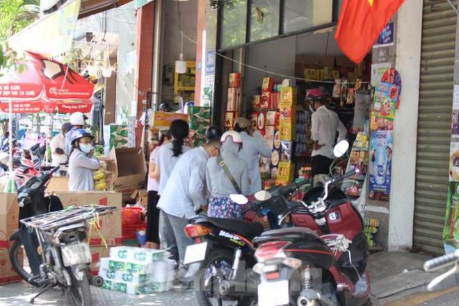 Người dân Đà Nẵng ùn ùn đi chợ sau lệnh tạm dừng dịch vụ ăn uống-9